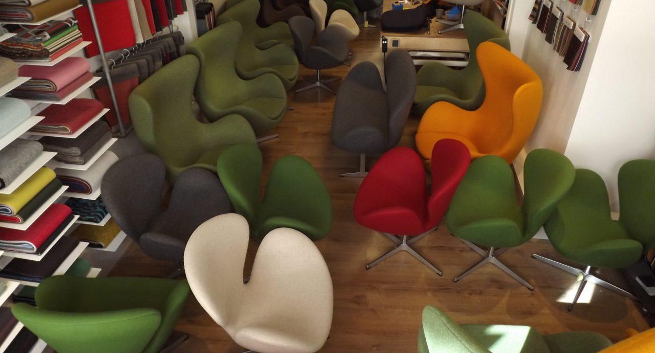 Fritz Hansen Egg chairs en Swan chairs herbekleed door meubelstoffeerderij.nl